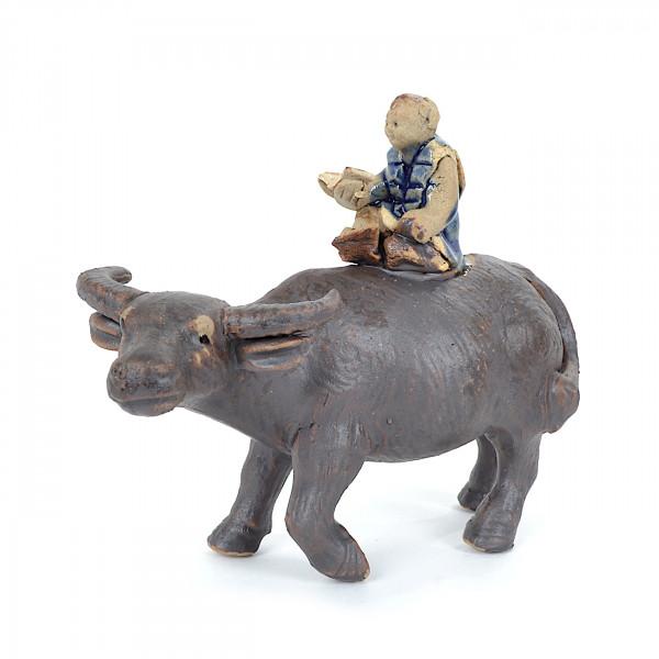 stehender Büffel mit Junge