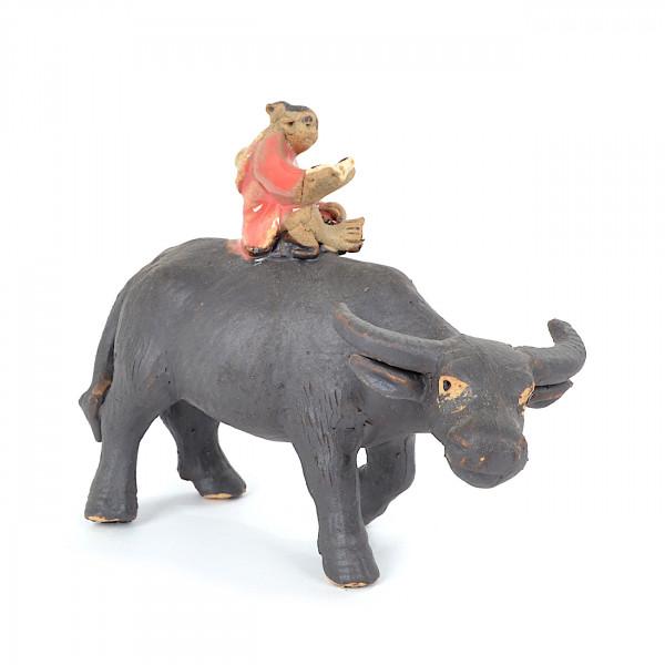 stehender Büffel mit Mädchen
